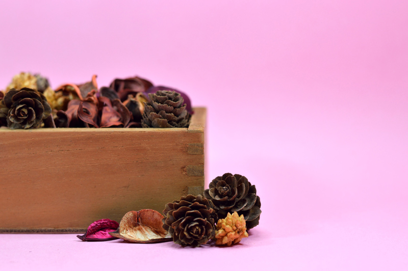 dried potpourri with wood box