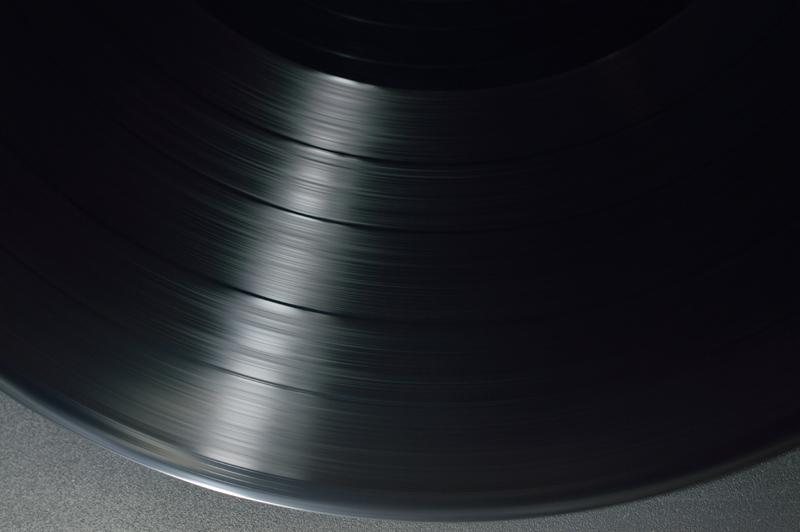vinyl disc spinning