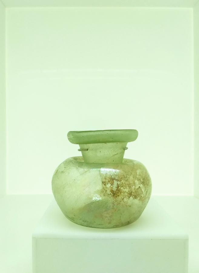 Levant glass jar C-low