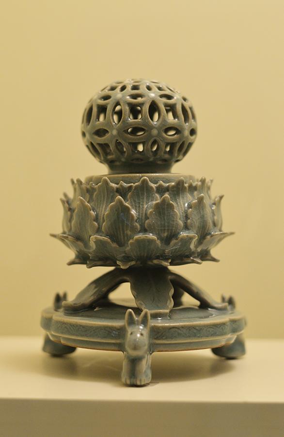 ancient porcelain relic-low